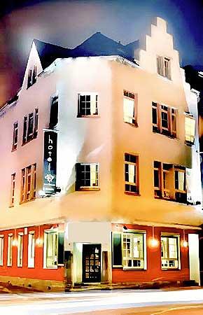 hotel duisburg schiffsanleger ruhrort schifferb rse rhein ruhrgebiet essen bottrop krefeld venlo. Black Bedroom Furniture Sets. Home Design Ideas