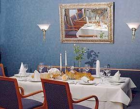 schlo hotel hotelanlage zimmer apartments schlosshotel rittersaal urlaub tagungshotel. Black Bedroom Furniture Sets. Home Design Ideas